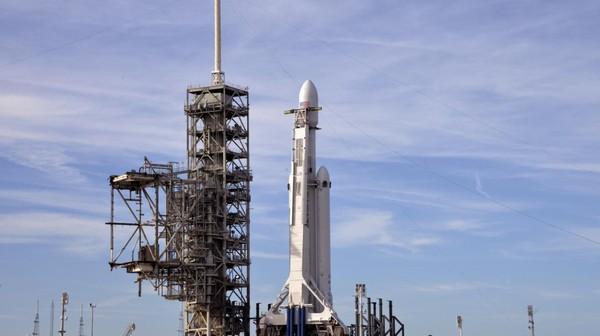 VIDEO. Une Tesla envoyée dans l'espace pour le premier lancement de la super fusée de SpaceX