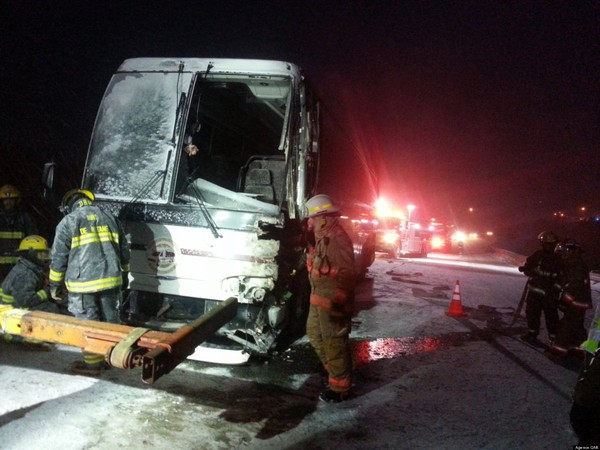 Un accident d'autobus sur la route 132 à Grosse-Roche fait un blessé grave