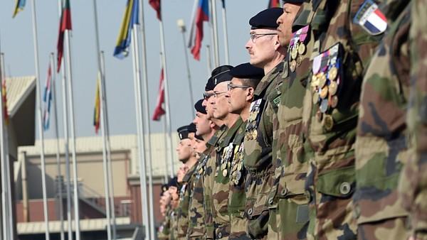 Vers un retour du service militaire obligatoire? « C'est essentiel car les jeunes ne respectent plus rien »