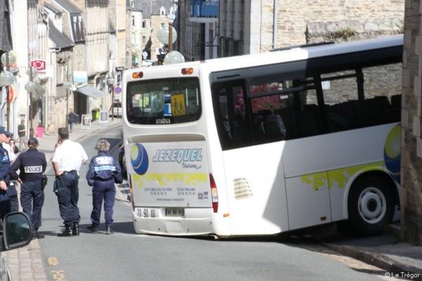 Lannion Un bus bloqué rue Savidan