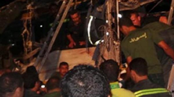 Deux minibus tombent dans un canal: 19 morts