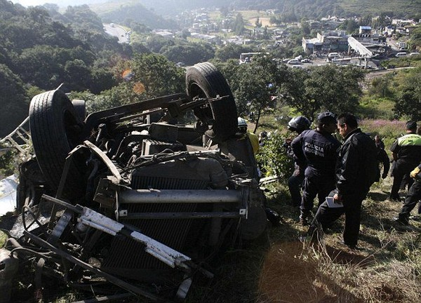 Death toll climbs to 14 following Mexico bus crash | ABLX Boston