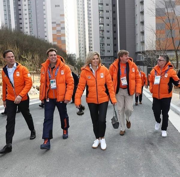 """Queen Máxima on Instagram: """"10-02-18• Koningin Maxima en Koning Willem-Alexander bezoeken de Nederlandse sporters in Pyeongchang. #queen #maxima #koningin #queenmaxima…"""""""