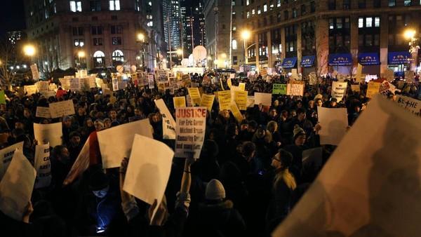 Morts de Noirs aux Etats-Unis: les manifestants ne décolèrent pas - Amériques - RFI