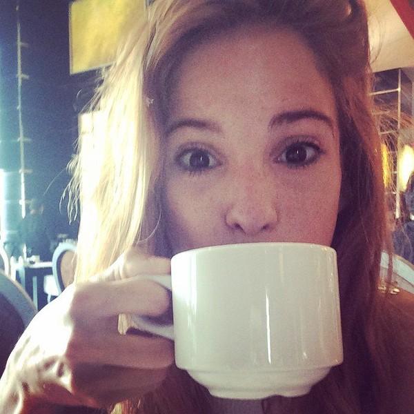 """Cande Molfese on Instagram: """"Buen día ! Viva estoy!"""""""