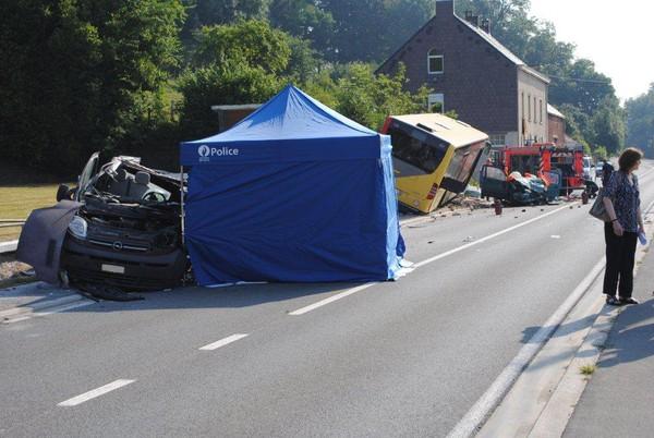 Un bus TEC percute deux véhicules à Grez-Doiceau: 1 mort