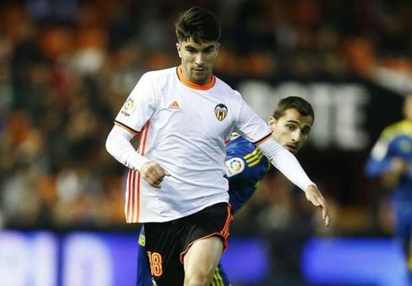 Jadi Incaran Manchester United, Carlos Soler Lebih Pilih Perpanjang Kontrak Di Valencia | Berita Olahraga Terkini