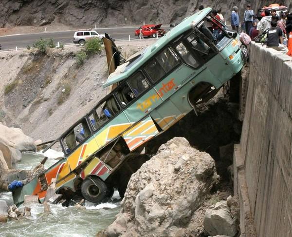 Pérou : 81 victimes d'accidents d'autocar en 12 jours