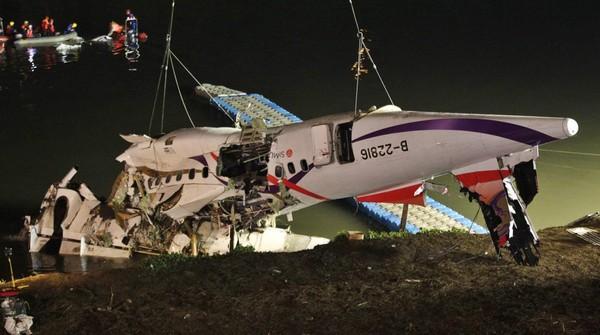 Crash à Taïwan : les deux moteurs de l'avion étaient en panne lors de l'accident