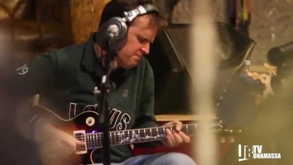 Joe Bonamassa - Lonesome Christmas - Last night in Orient