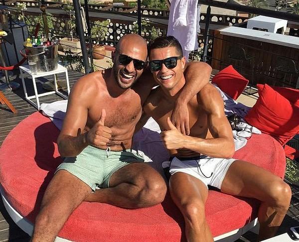 Quelle est cette étrange relation entre le boxeur Badr Hari et le footballeur Cristiano Ronaldo dans un Maroc anti-gay - LNO