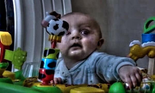 La terrifiante légende urbaine du bébé mort dans la chaise haute