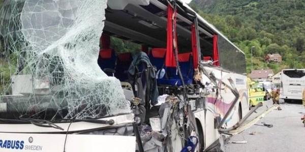 Deux cars entrent en collision en Norvège