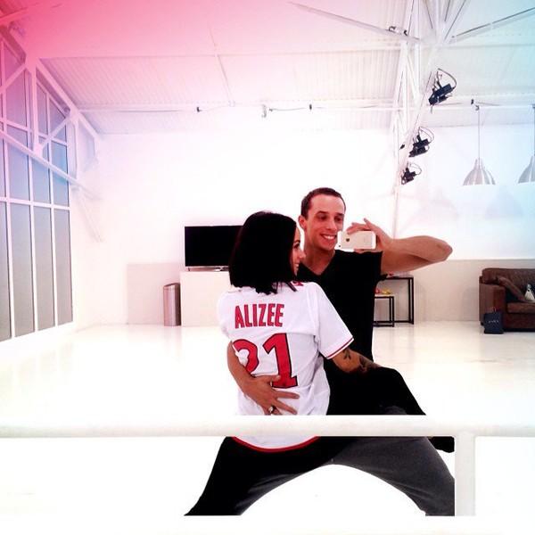 .@alizeeofficiel | 2 danses c'est chaud ! Mais on a bien travaillé aujourd'hui au dodo car dema...