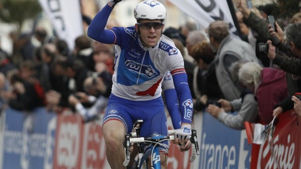 VIDEO - Paris-Nice, 1re étape : Arnaud Démare coiffe Swift et Bouhanni - PARIS-NICE - Arnaud Démare a remporté lundi au sprint la 1re étape entre Condé-sur-Vesgre et Vendôme. Le Français de...