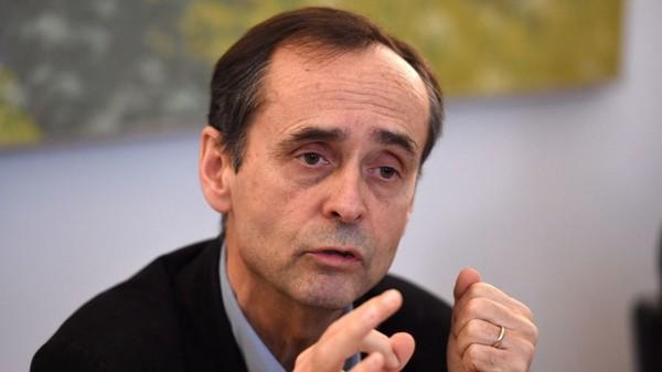 «T'es qu'une grosse tête de con» : Robert Ménard diffuse un message d'insultes de Thierry Ardisson