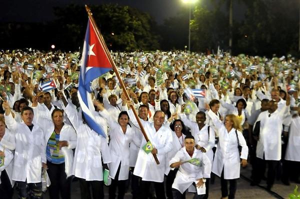 Casi 50 000 especialistas cubanos brindan servicios médicos en 66países