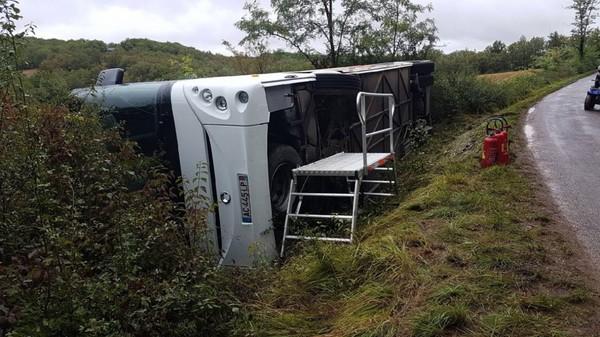 15 enfants légèrement blessés dans un accident de bus scolaire à Cuzance dans le Lot