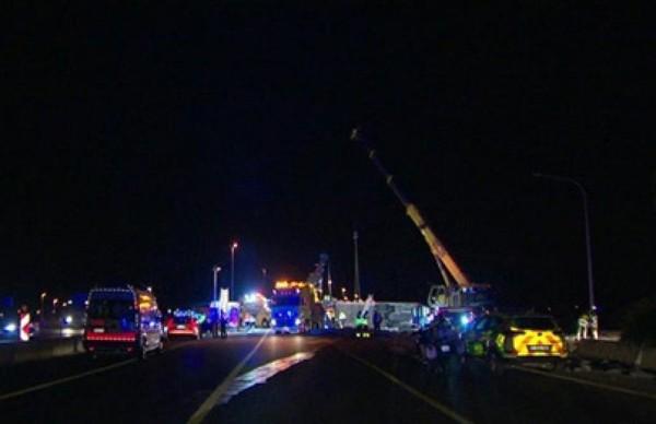 Accident de bus sur la E40: une vingtaine de blessés dont deux dans un état grave (vidéo)