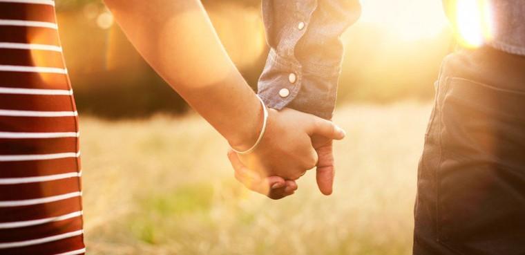 UN COUPLE MARIÉ LYNCHÉ POUR UN BAISER