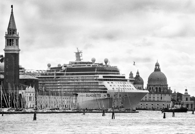Le maire de Venise interdit les clichés de sa ville écrasée par les monstres marins