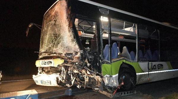 Choc entre un bus et une voiture près de Nantes : 2 morts