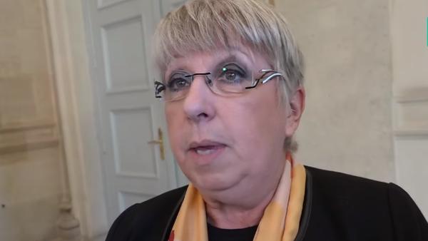 """Qui est Claire O'Petit, surnommée """"la Nadine Morano"""" d'Emmanuel Macron ?"""