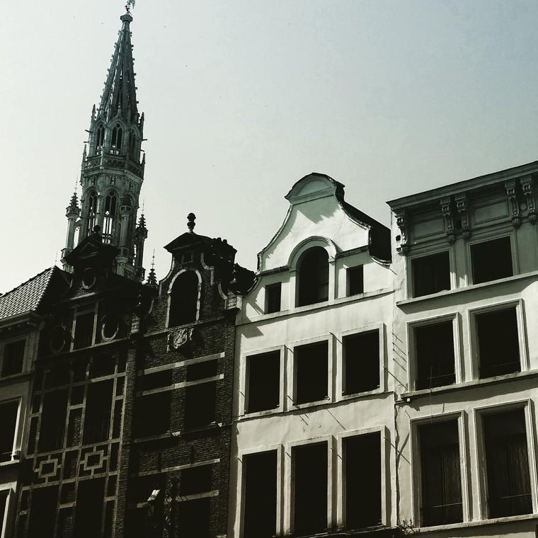 """Attentat islamiste déjoué à Bruxelles : Un individu a été abattu, il disait """"Allahu Akbar"""".  - LNO"""