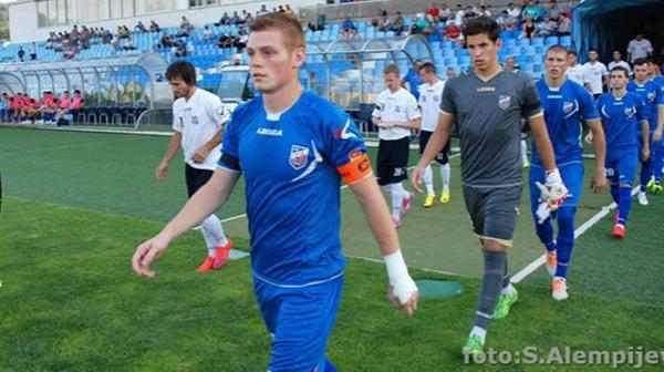 Le Standard sur la piste d'un jeune défenseur serbe