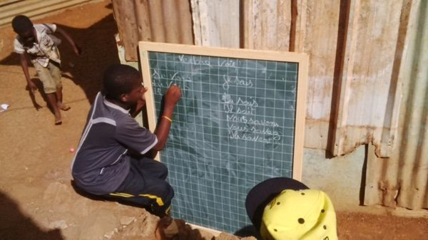 Les obstacles à la scolarisation des enfants à Mayotte : une étude du Village d' EVA - mayotte 1ère