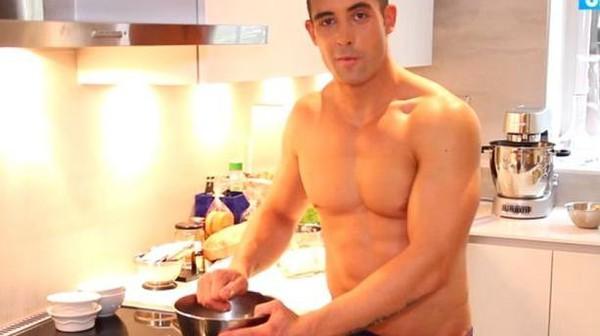 """Valentin de """"Top Chef"""" lance une émission de cuisine sexy sur Youtube"""