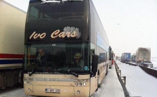 Intempéries: «Nous nous préparons à passer une deuxième nuit dans le bus»