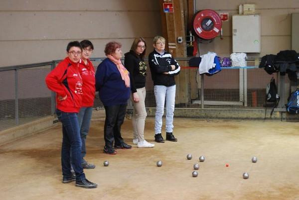 Succès du Bol d'or féminin de pétanque (triplette), organisé par la Commission féminine du Comité de Saône et Loire.