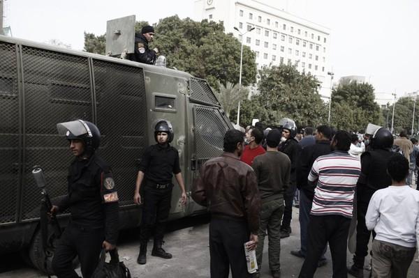 «يزور محتجزًا فيُحتجز».. 211 حالة احتجاز لزائري محتجزين باتهامات سياسية - ساسة بوست