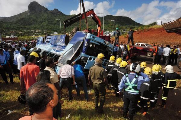 Dix morts et une quarantaine de blessés dans un accident de bus à Sorèze – L'info en continu des DOMTOM, Martinique, Guadeloupe, Guyane, Réunion, Mayotte, Nouvelle Calédonie, Saint-Pierre e...