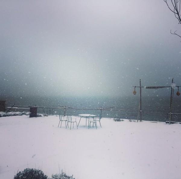 """Ingridchauvinofficiel on Instagram: """"Alors que nous jouons le printemps il neige à sete ! :)"""""""
