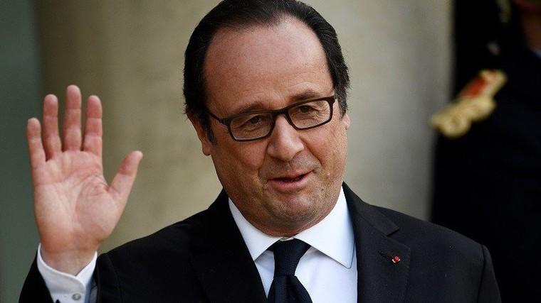 «Je suis dans un travail de démolition» depuis cinq ans, blague François Hollande