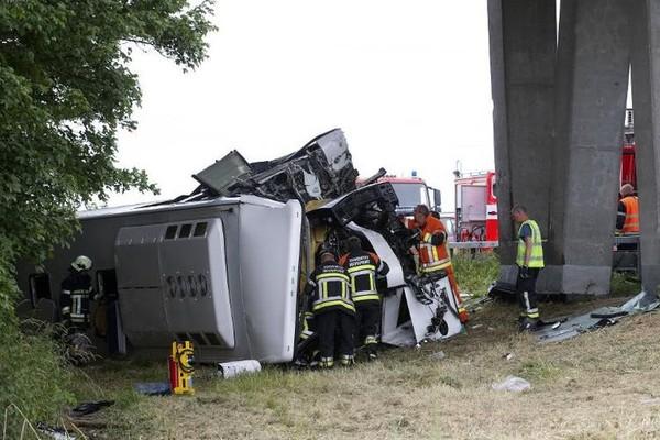 Accident d'un car d'enfants britanniques en Belgique: le chauffeur tué, des blessés