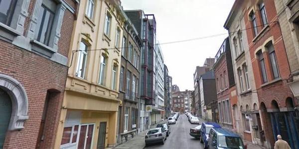 Charleroi: un passant frappé de deux coups de couteau