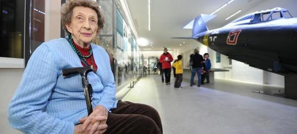 A 93 ans, elle refuse une distinction de Manuel Valls en solidarité contre la loi Travail