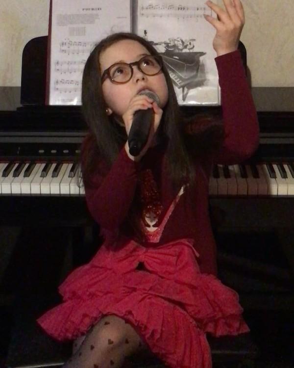 """ღ EMMA THE VOICE KIDS 5✌🏽🇫🇷 on Instagram: """"Pour commencer cette nouvelle année🌟 Voici un extrait de mon interprétation de la chanson ~Encore et Encore~🥀 De ma magnifique Jeni..."""