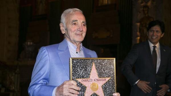 Aznavour, une étoile d'honneur à Hollywood et des foudres pour la Turquie