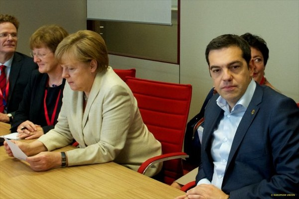 Greece: Tsipras's referendum victory does not solve the financial stalemate of the country and its banks