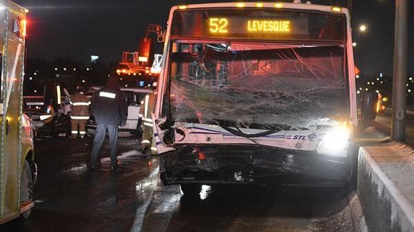 Laval: un blessé grave dans une collision frontale