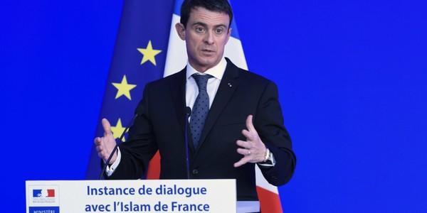 "Il faut chercher à ""comprendre"" la radicalisation djihadiste, admet Manuel Valls"