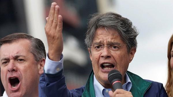 Apuro electoral: El 'pequeño banco' que compromete al candidato Lasso en Ecuador