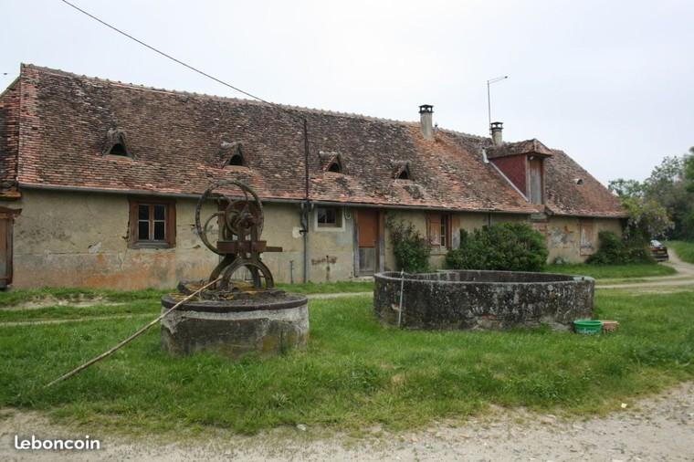 Corps de ferme avec divers bâtiments en pierre
