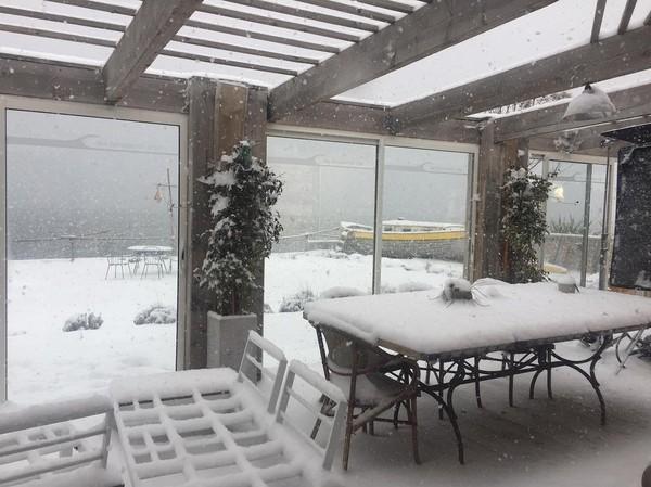 """Ingridchauvinofficiel on Instagram: """"Chez les Delcourt la véranda n à pas de toiture , c est comme ca :))) #moteur ��@dna"""""""