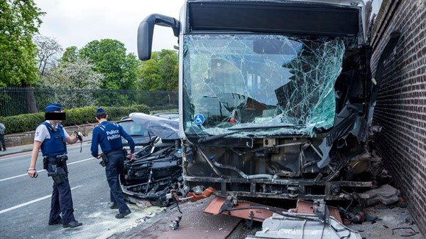 Accident avec un bus de la STIB à Laeken: onze blessés dont deux graves