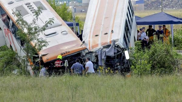 Choc frontal entre deux bus en Argentine: 13 morts et 34 blessés